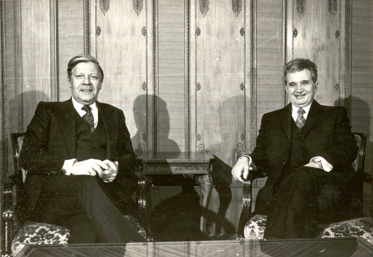 Nicolae_Ceauşescu_with_Helmut_Schmidt